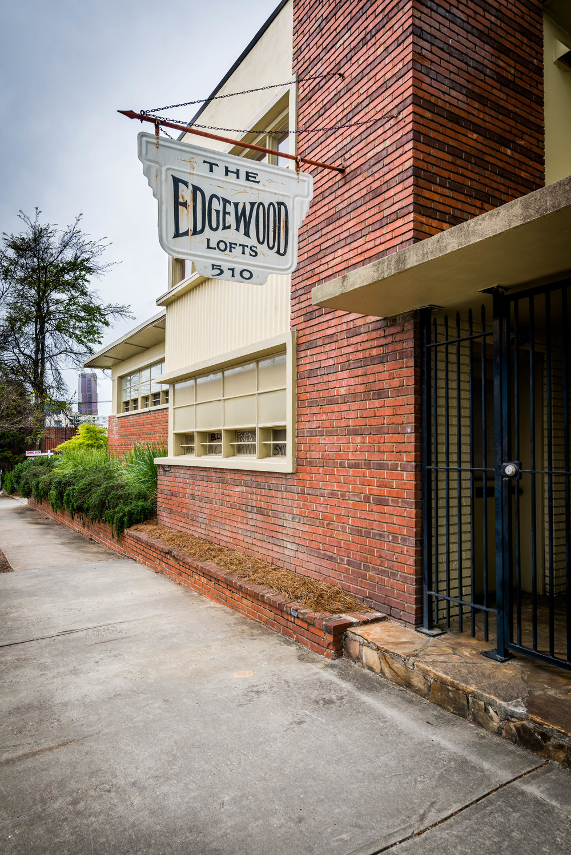 20160406-Edgewood_Ave_Loft-1125-HDR.jpg