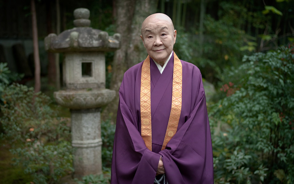 Setouchi Jakucho in her garden in Kyoto. Photo by Jeremie Souteyrat