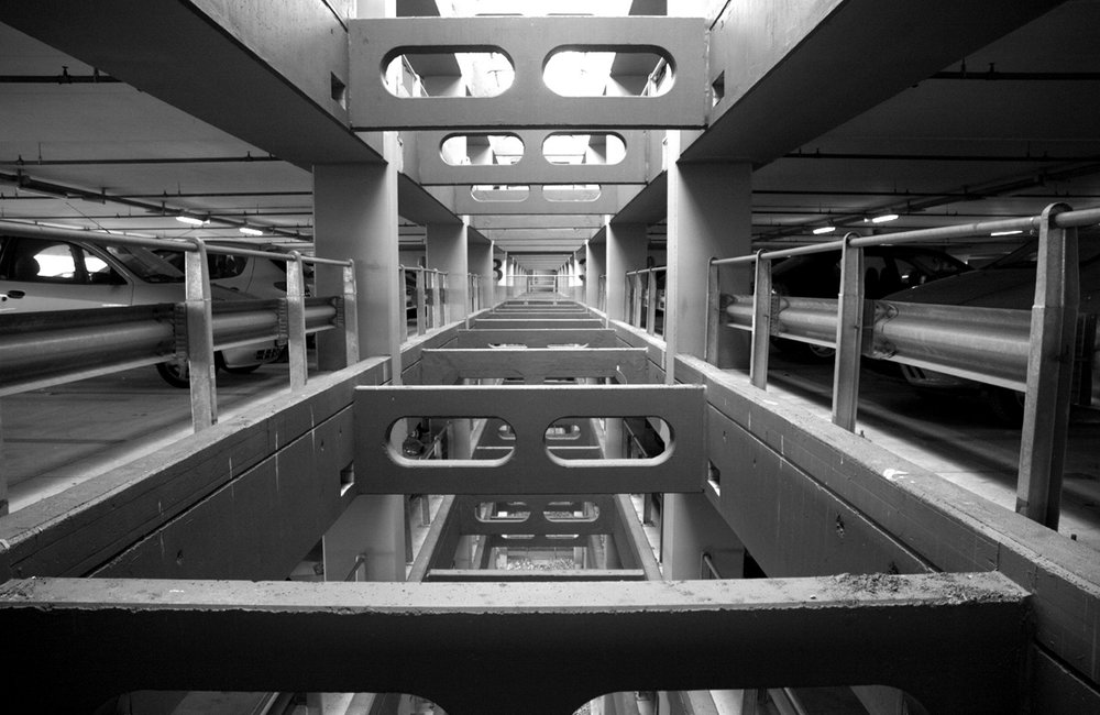 Photographs realized in the Milan subway, between 2003 and 2005