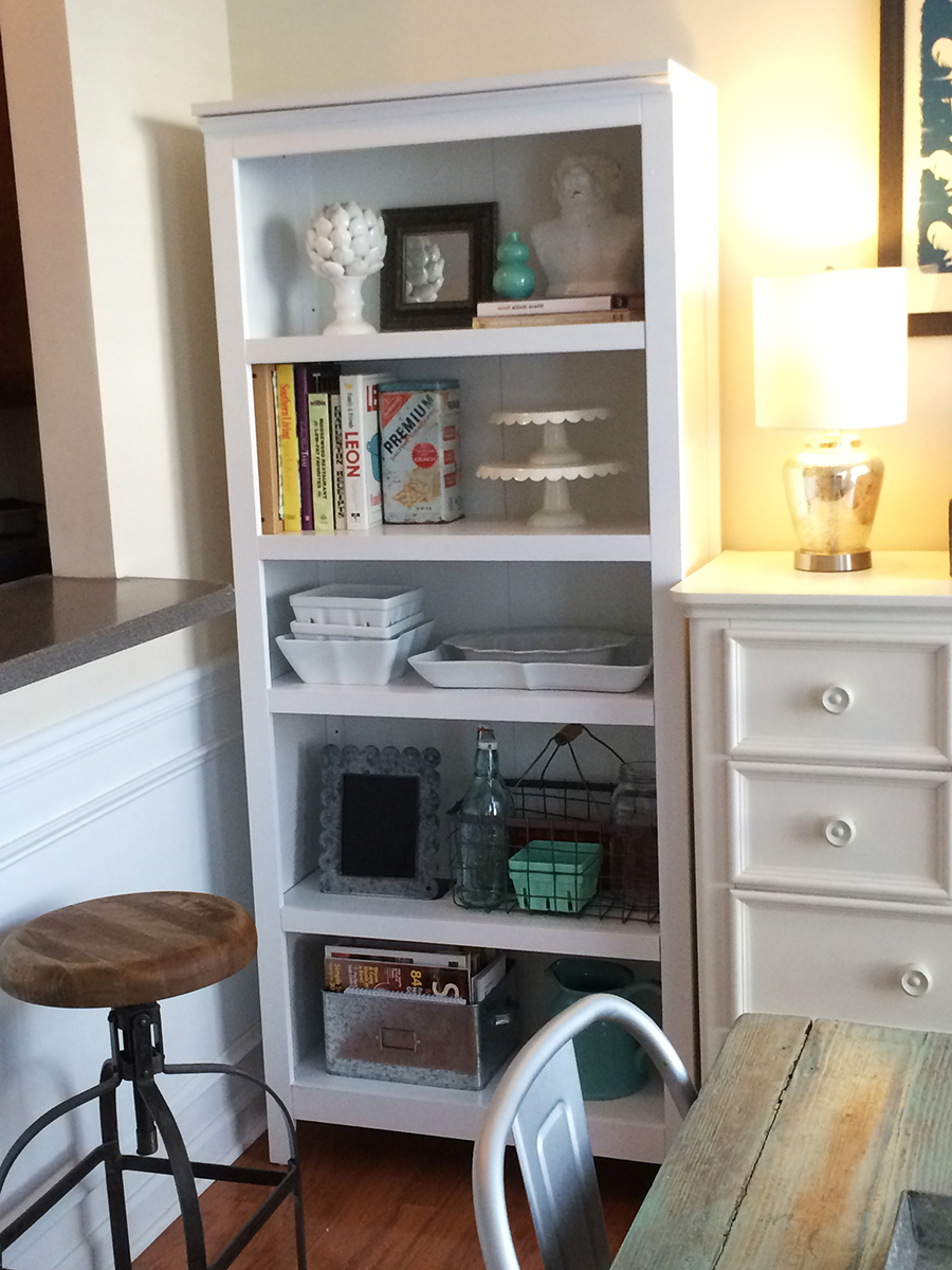 Detail] Cookbooks and serving pieces live together with mixed decor.