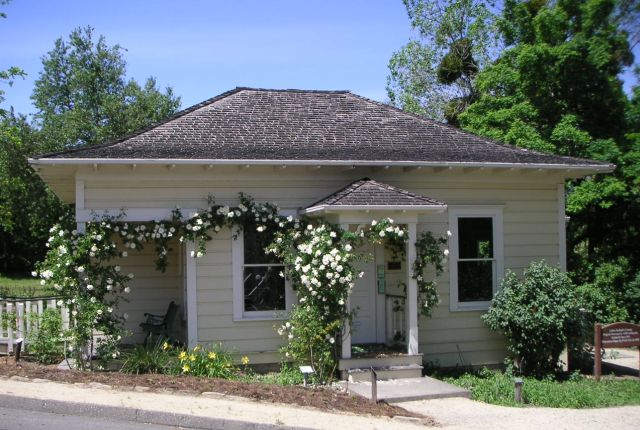 cottage1May04b.jpg