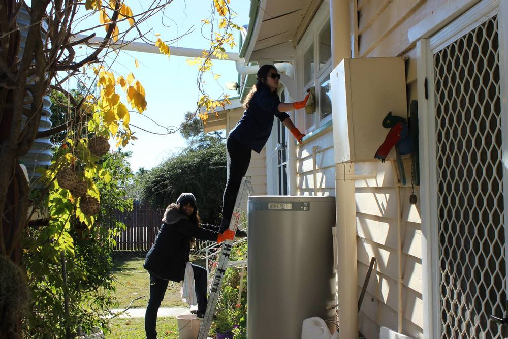 (Photo Credit: Siriluck Vanichkitrungruang)               Michelle and Jacqui cleaning Jeanette's windows wholeheartedly.