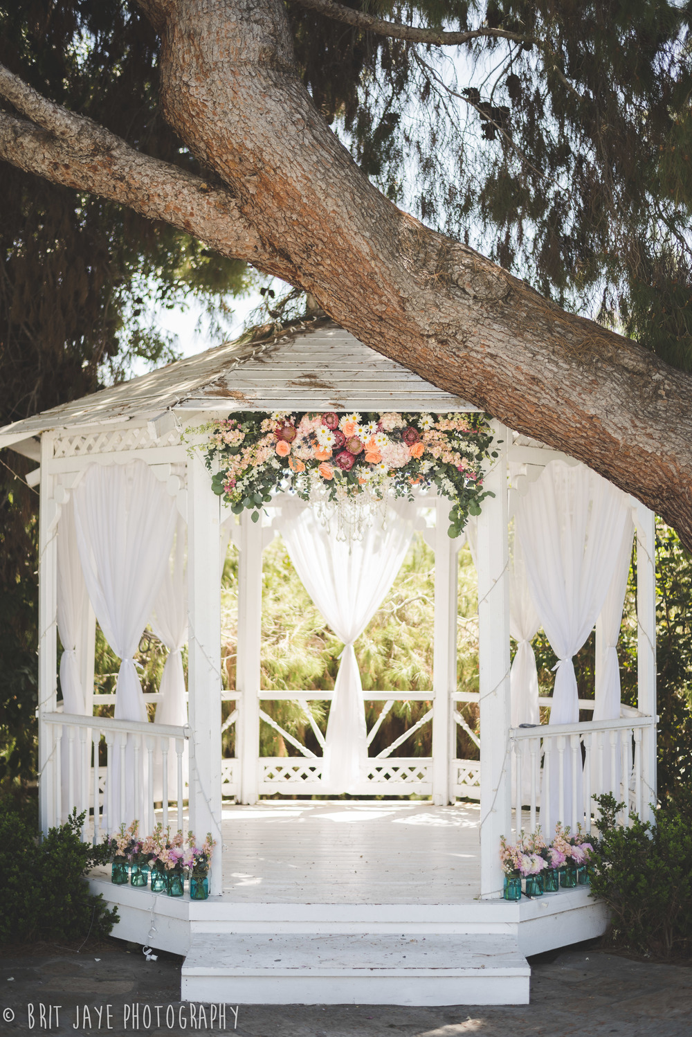 San diego wedding venues we love green gables wedding for Outdoor wedding gazebo decorating ideas