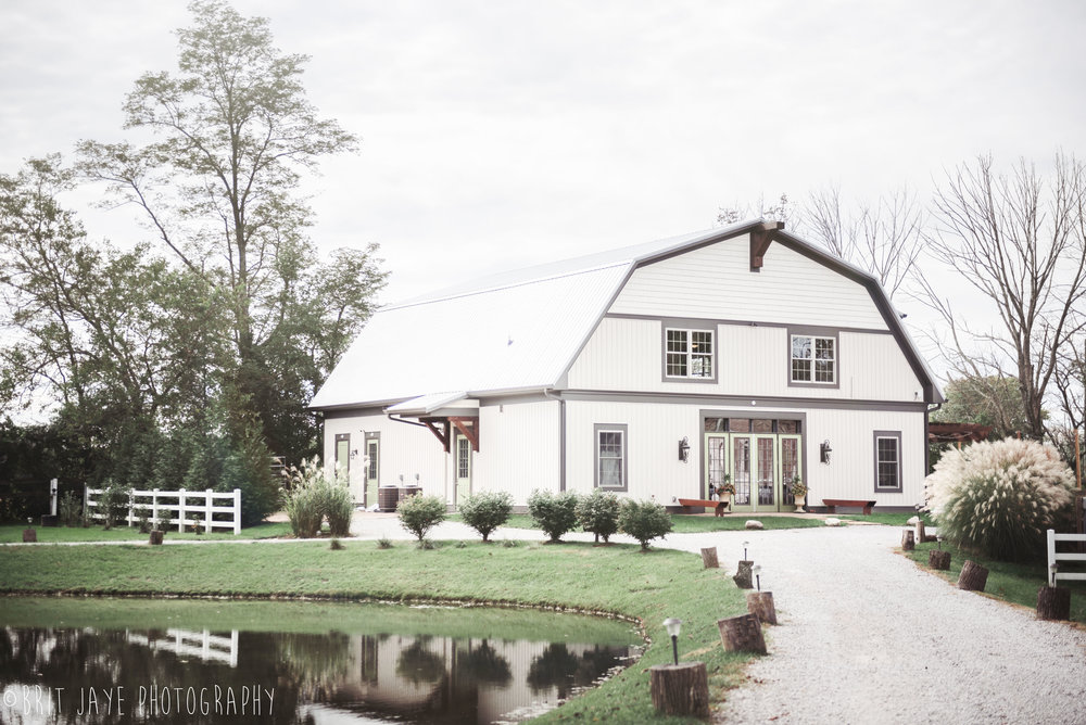 Fall_Barn_Wedding_at_Marmalade_Lily-1-2.jpg