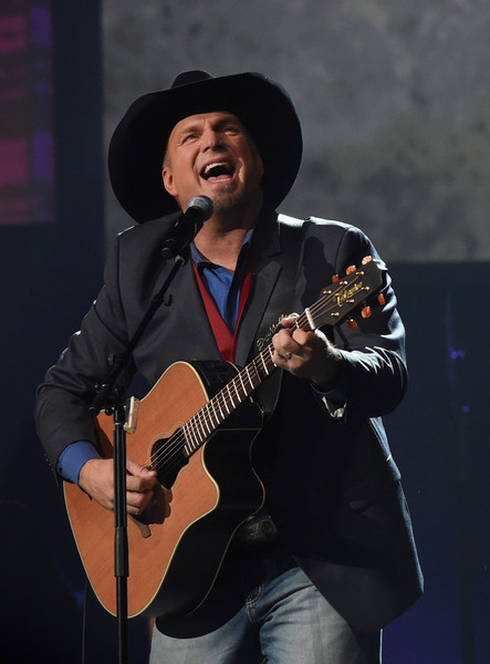 Garth+Brooks+Musicians+Hall+Fame+2016+Induction+1BQcSeymIqhl.jpg