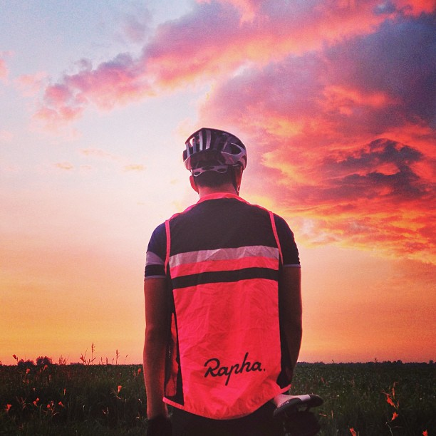 LIOTR Stage 18   Ohio was kind enough to match their flowers & sunset to our Rapha vests.