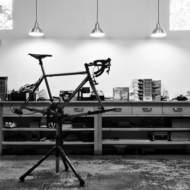 Service Course Late night on tap rebuilding my trusty Speedvagen with all the right bits from Enve @sramontheroad & @chriskingbuzz. I've ridden everything on this rig into the ground in the last two years, and it'll serve as our backup bike on the ride.