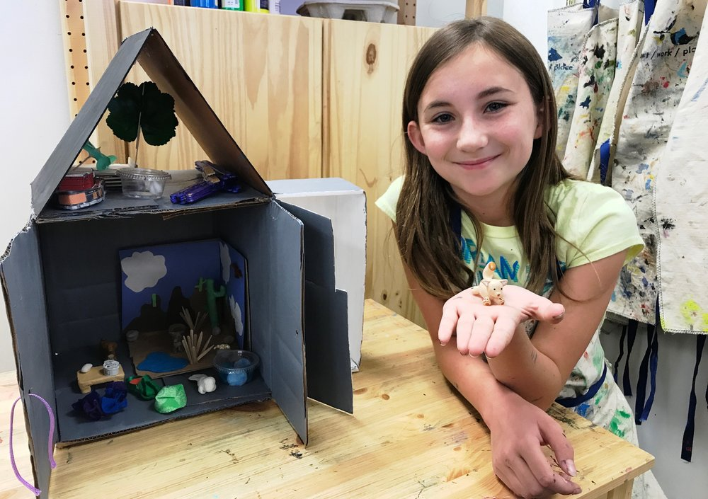 summer intensive Sophi Gilbert with final diorama Making Minis SAI 2017.jpg