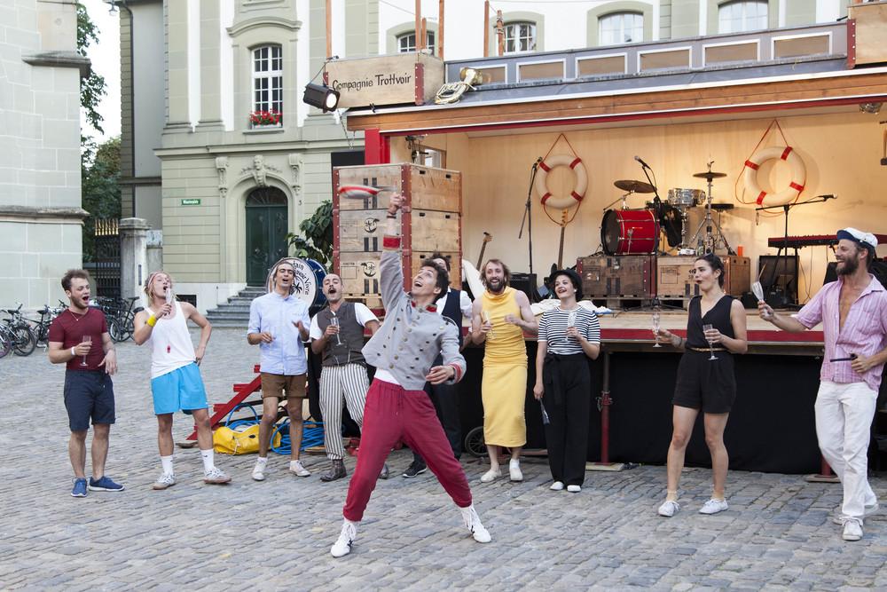compagnie-trottvoir-2015-sofort-savoire-vivre_show_06.jpg