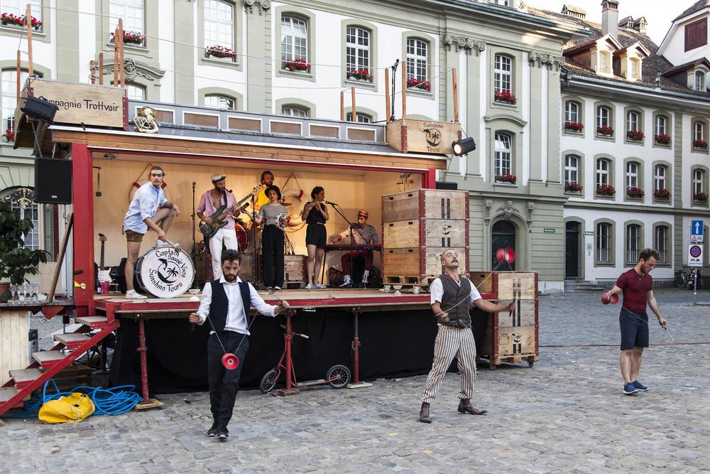 compagnie-trottvoir-2015-sofort-savoire-vivre_show_08.jpg