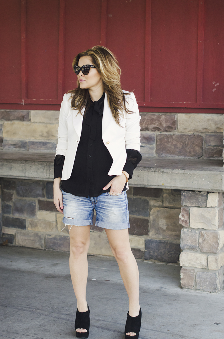 white-blazer-black-blouse