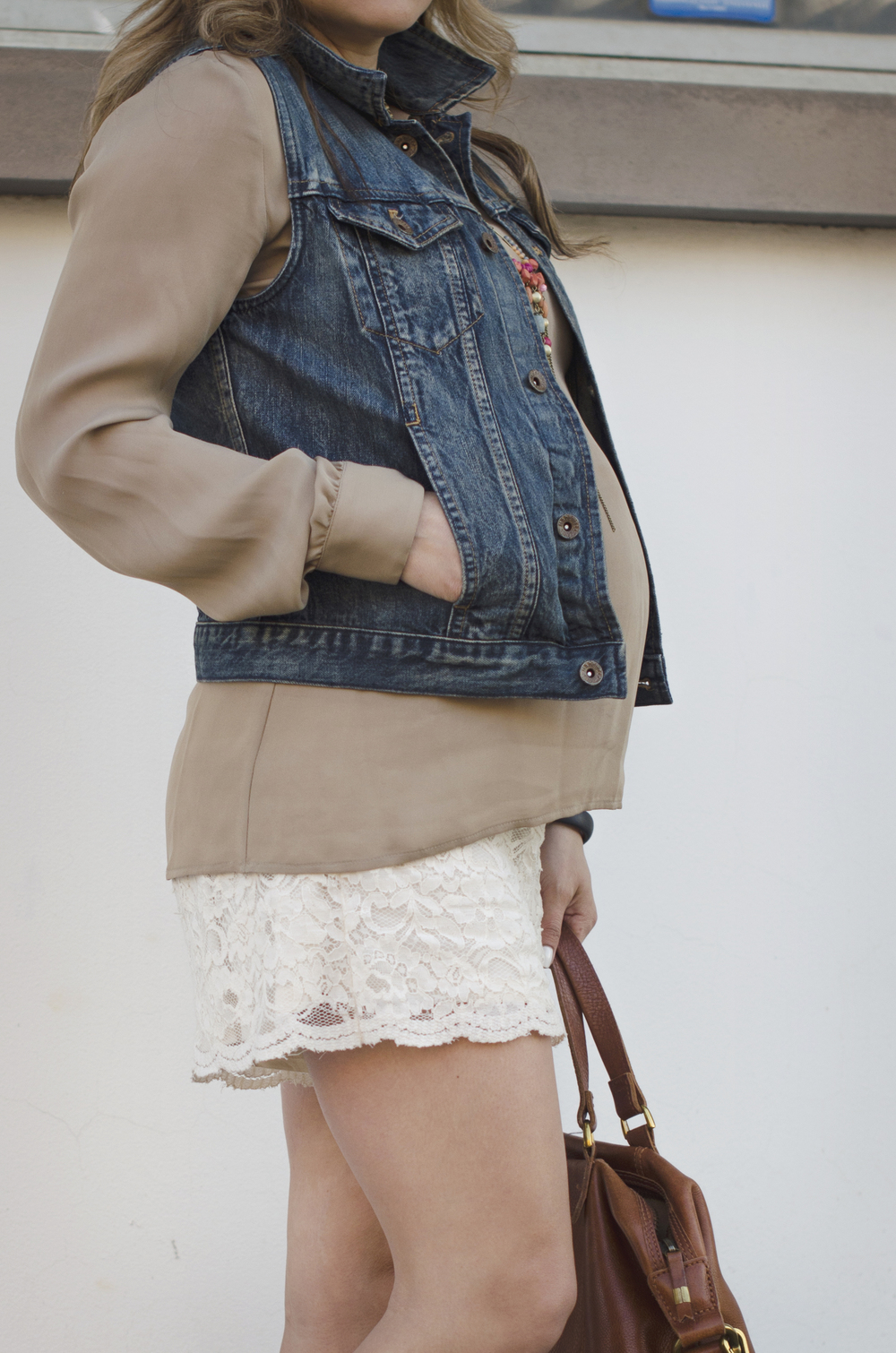 blouse-and-lace-shorts-close-up
