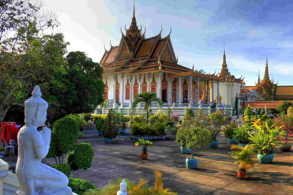 xcambodia_Phnom_Penh_palace_highlight.jpg.pagespeed.ic.nRZPTwyIVs.jpg