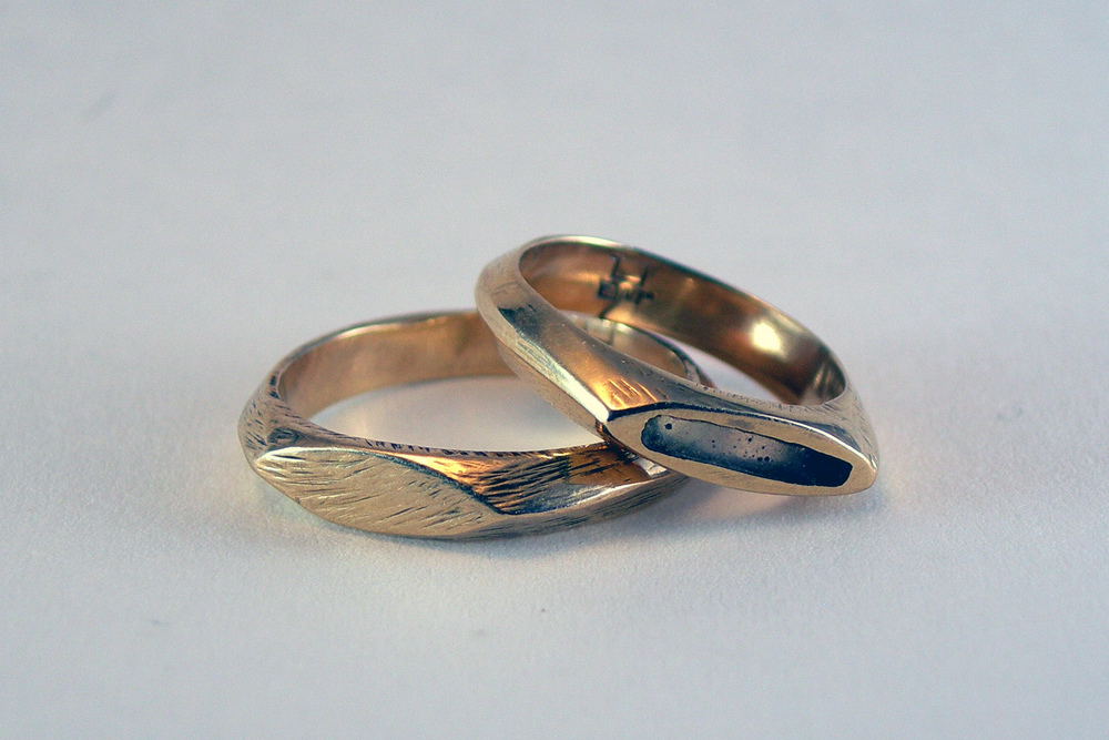 Simple DGM band wedding rings