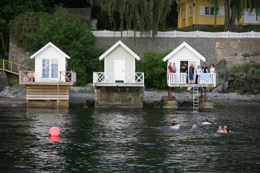 Cabanons sur le bord du Fjord d'Oslo