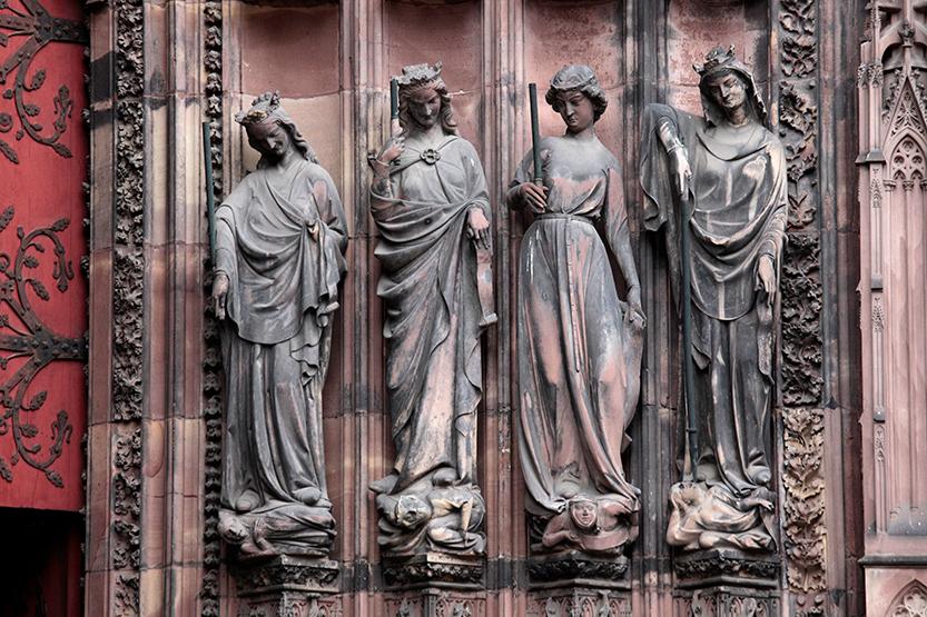 A l'entrée de la cathédrale de Strasbourg