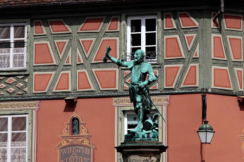 Statue et petite place à Colmar