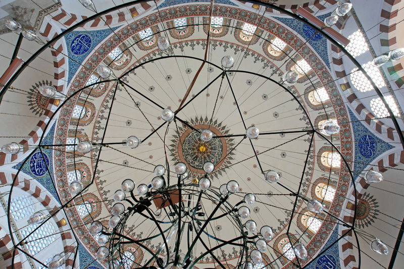 ... son plafond et ses céramiques d'Iznik