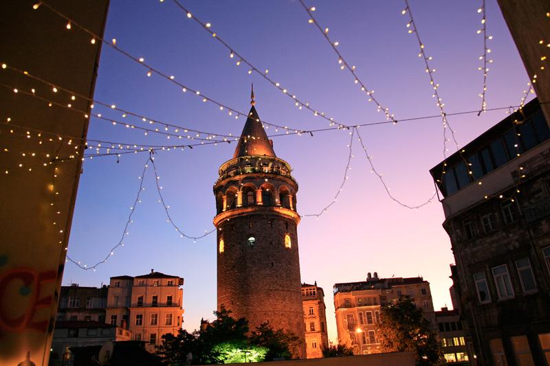 Lorsque le jour tombe sur la tour Galata