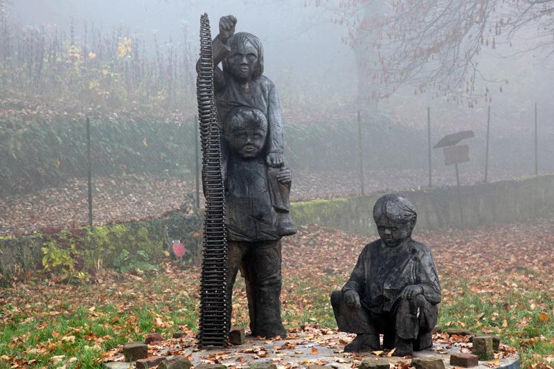 Sculpture dans le jardin des Poètes, La Petite Pierre