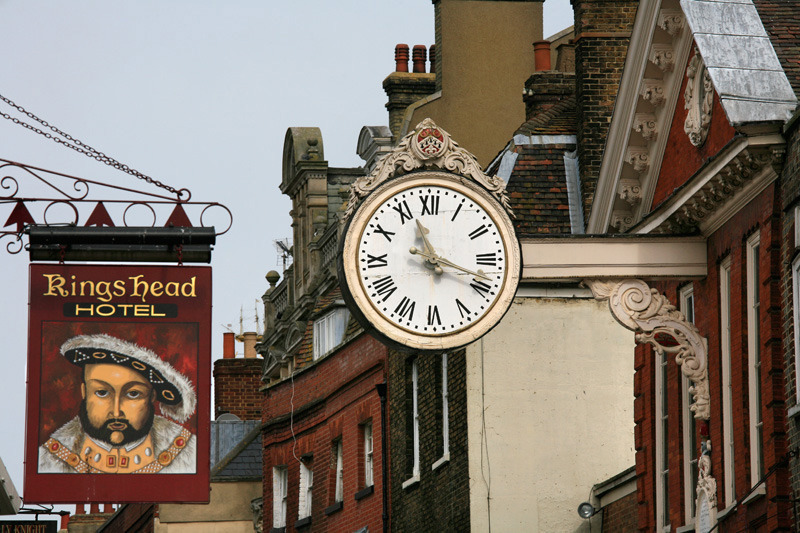 Horloge sur High Street, rue principale de Rochester