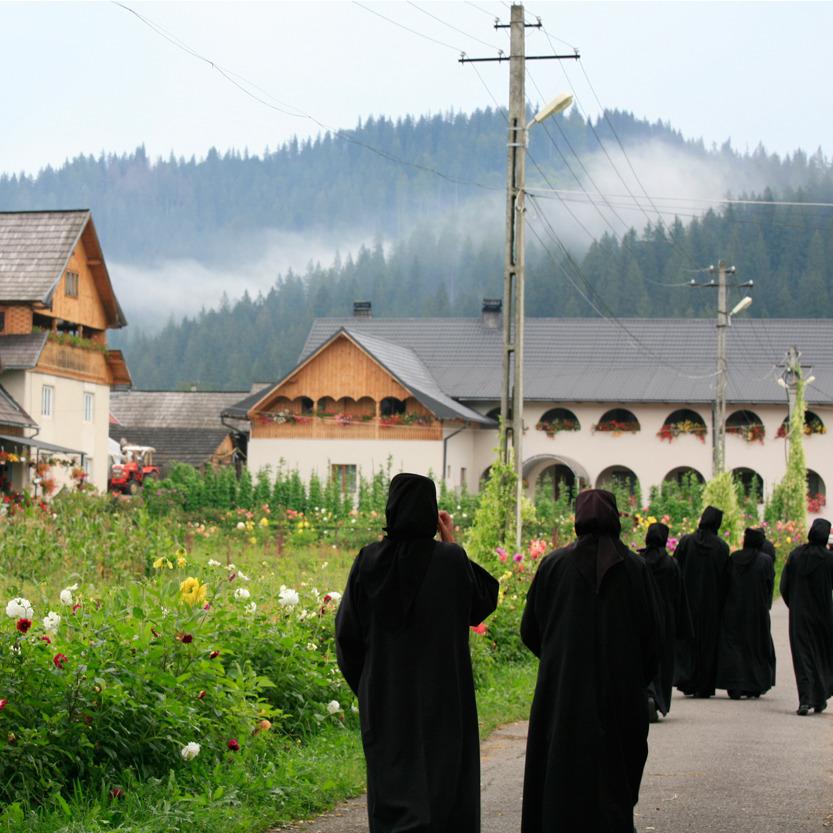 Vers les annexes des nonnes du monastère de Moldovita