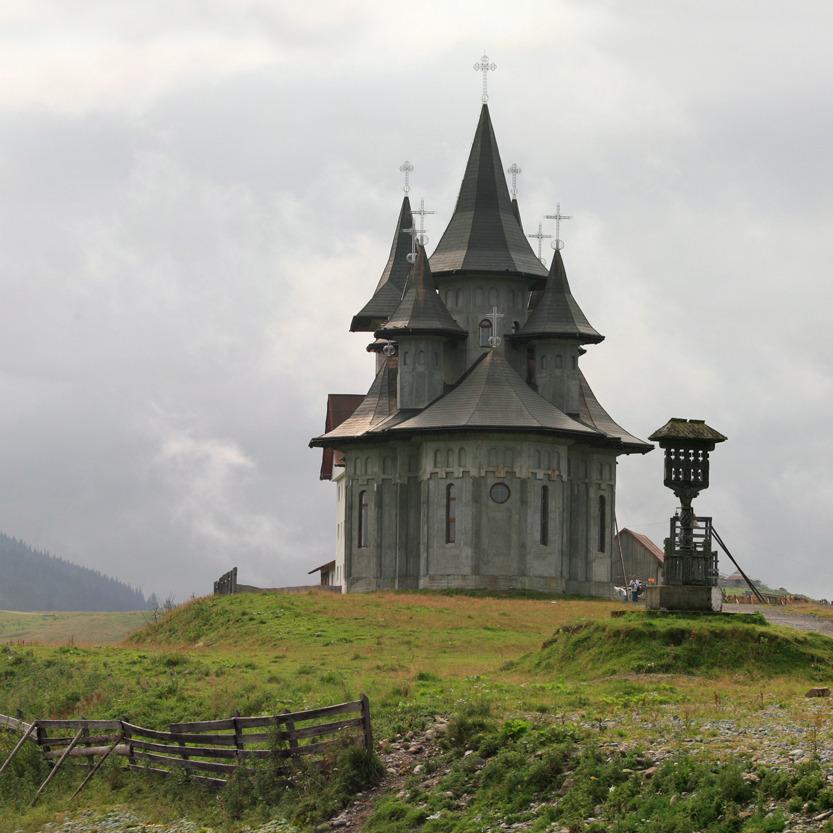Une nouvelle église se dresse à l'approche du col de Prislop