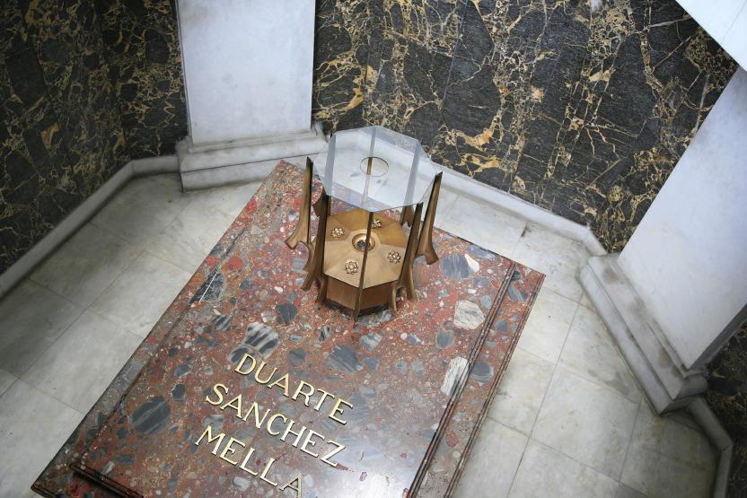 Mémorial & sépultures de l'Autel de la Patrie, Saint-Domingue