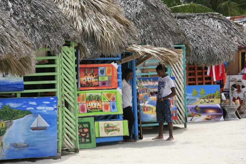 Boutiques de souvenirs, village sur l'île Saona