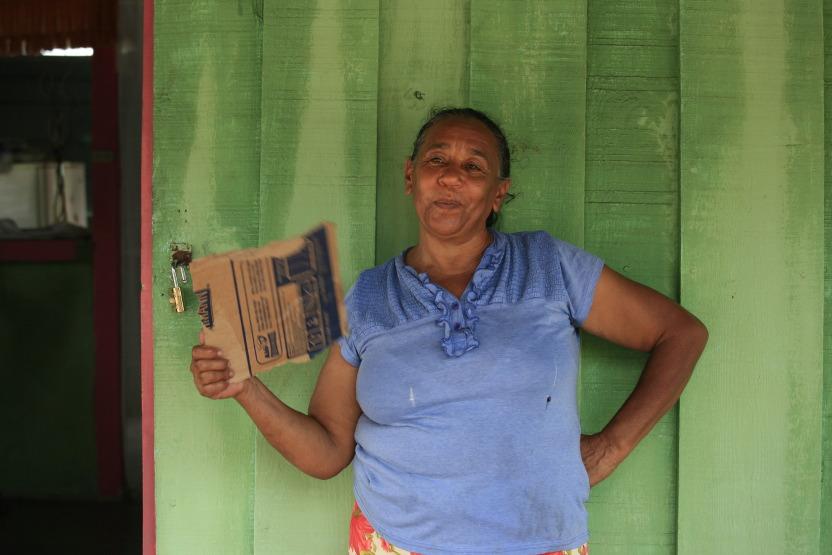 Mamy devant sa maison, île Saona