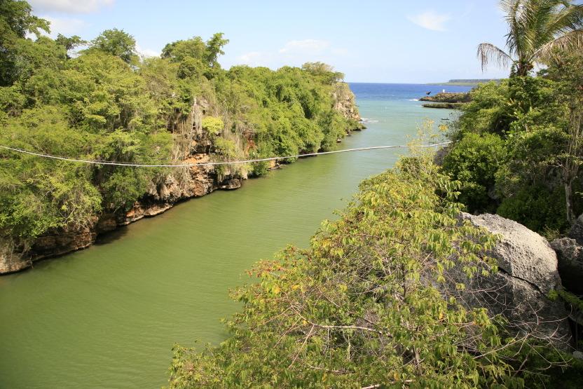 Rivière Yuma rencontrant l'Atlantique