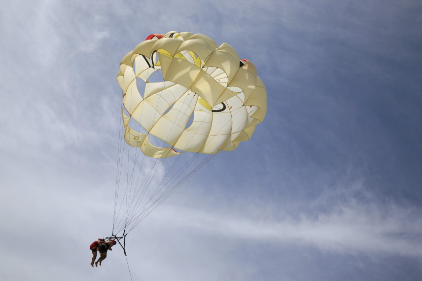 Riu resorts : parachute 'nautique' (ascensionnel) !