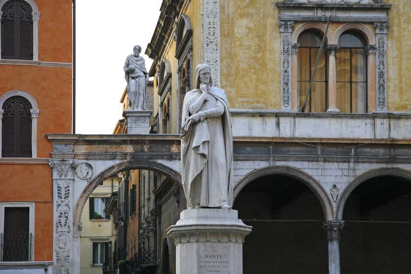 La statue de Dante, Piazza dei Signori, Vérone