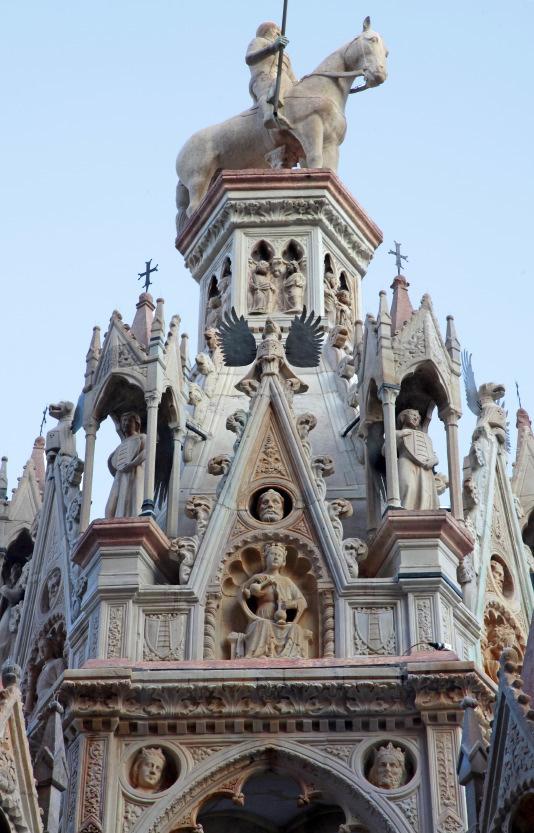 Les tombeaux des Scaligeri près de la place dei Signori