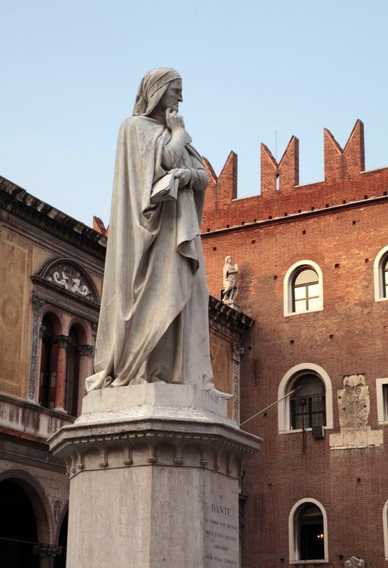 Statue de Dante, Piazza dei Signori, Vérone