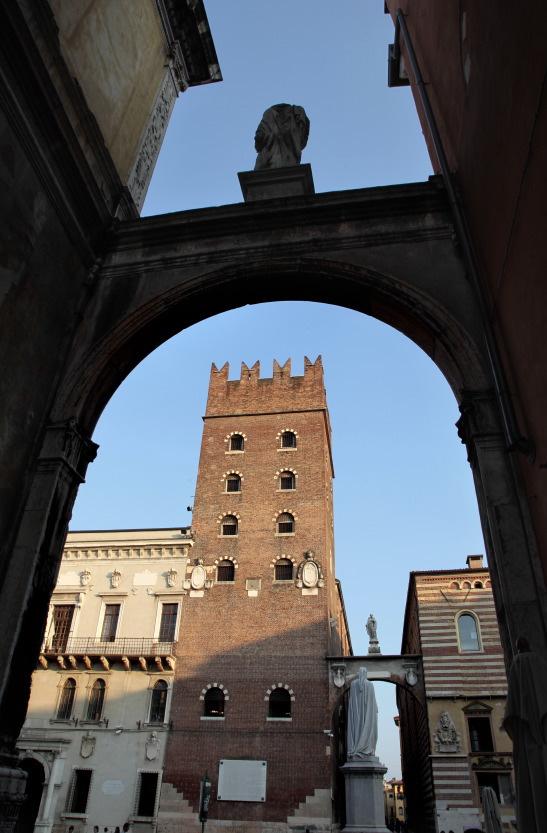 Torre dei Lamberti, vue de la Piazza dei Signori, Vérone