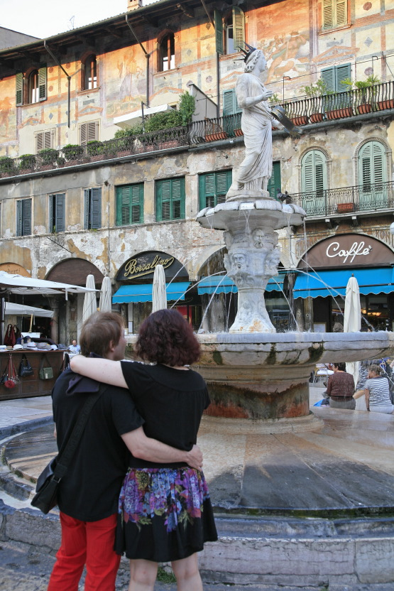 Fontaine de la Madone, Piazza Erbe