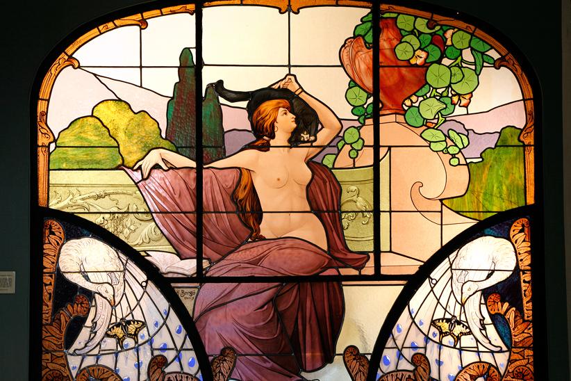'La femme au chat noir' vitrail d'Henri Berger, Musée de l'Ecole de Nancy
