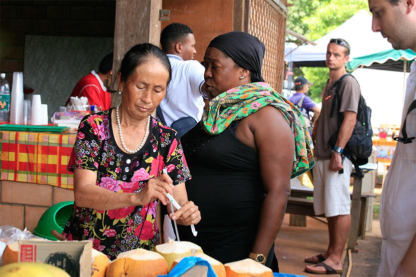 Marché du dimanche à Cacao et les Hmongs