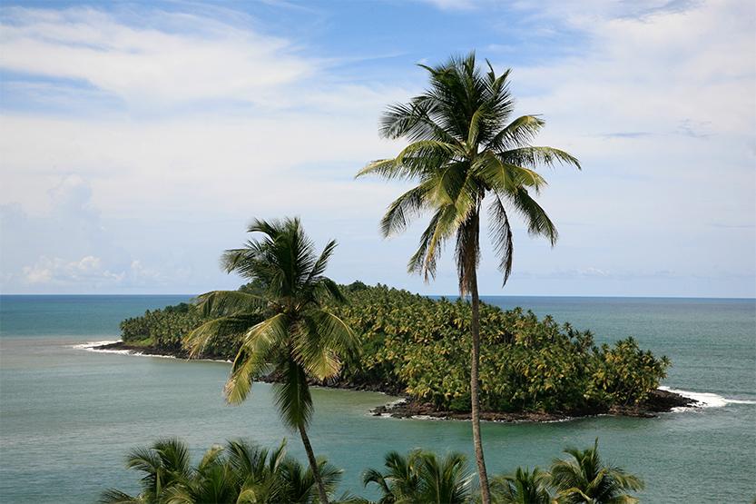 L'île du Diable vue de l'île Royale (îles du Salut)