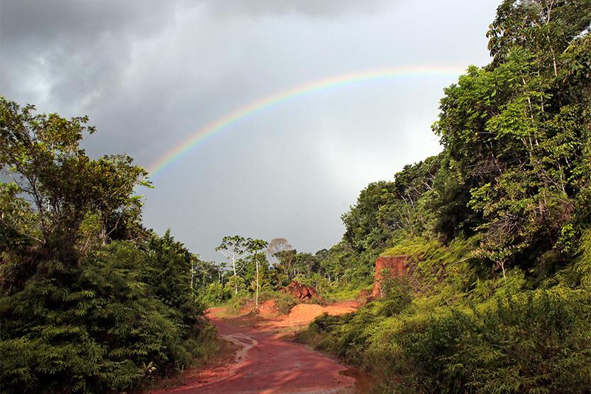 Arc-en-ciel sur les plateaux de Cacao