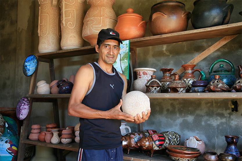 Artisan potier à Oiapoque, Brésil