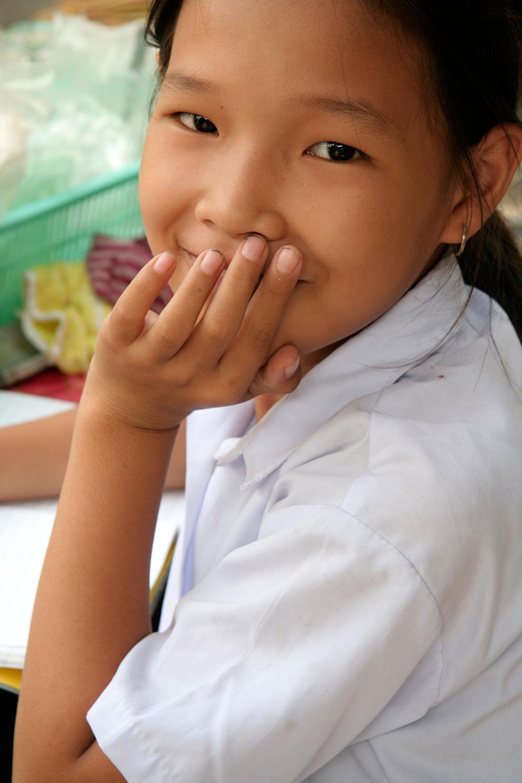 Le sourire d'une petite écolière