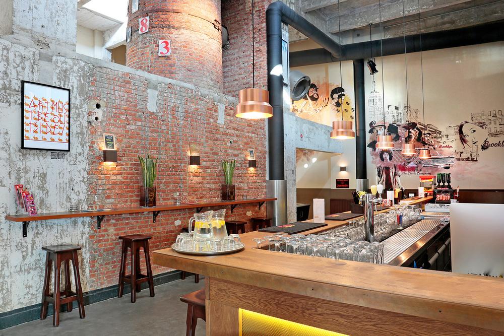Le bar du Meininger, cosmopolite