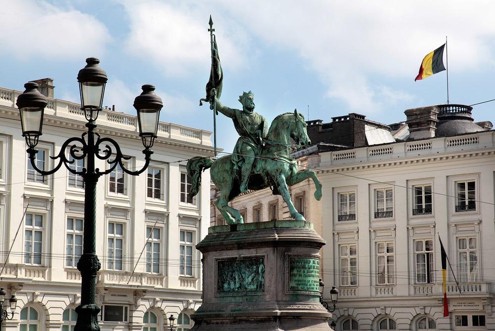 Place Royale, Godefroid de Bouillon prêt à l'assaut