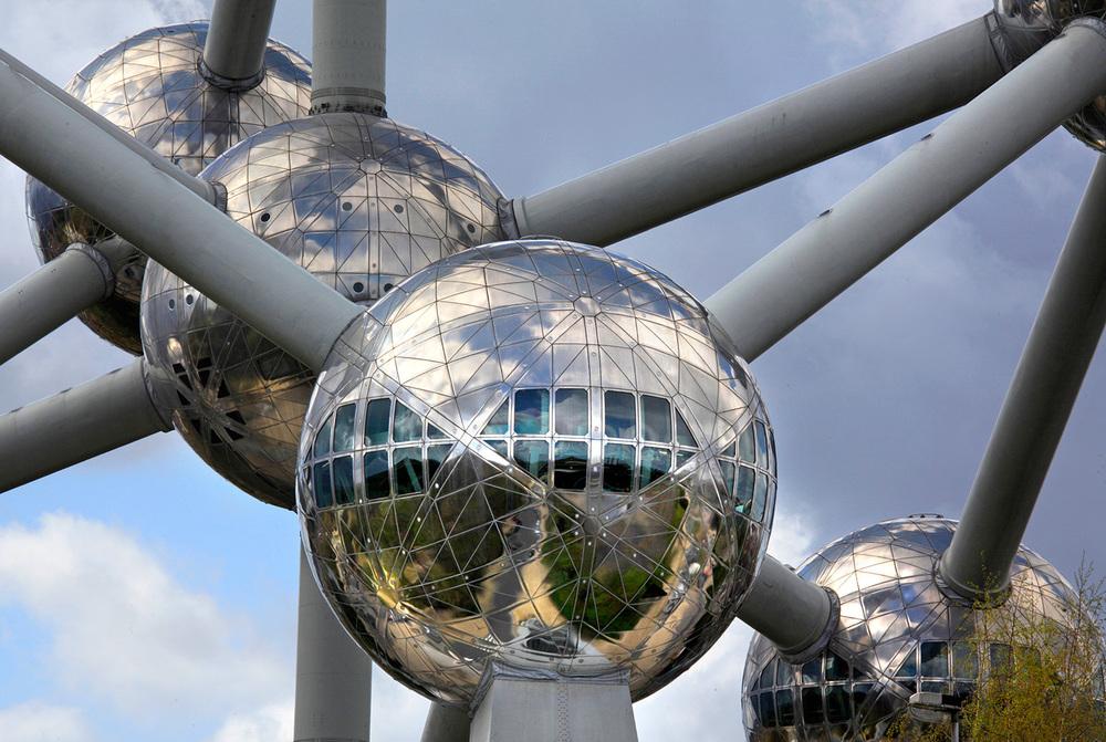 L'Atomium, vestige de l'Xpo58 relooké