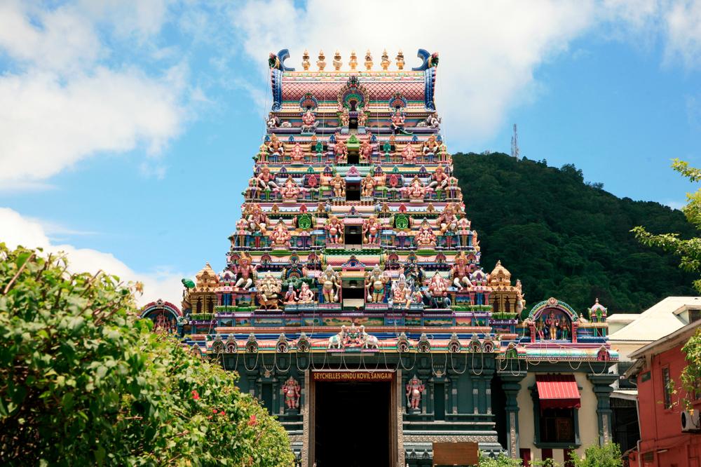 A l'arrière, le temple indien de Victoria