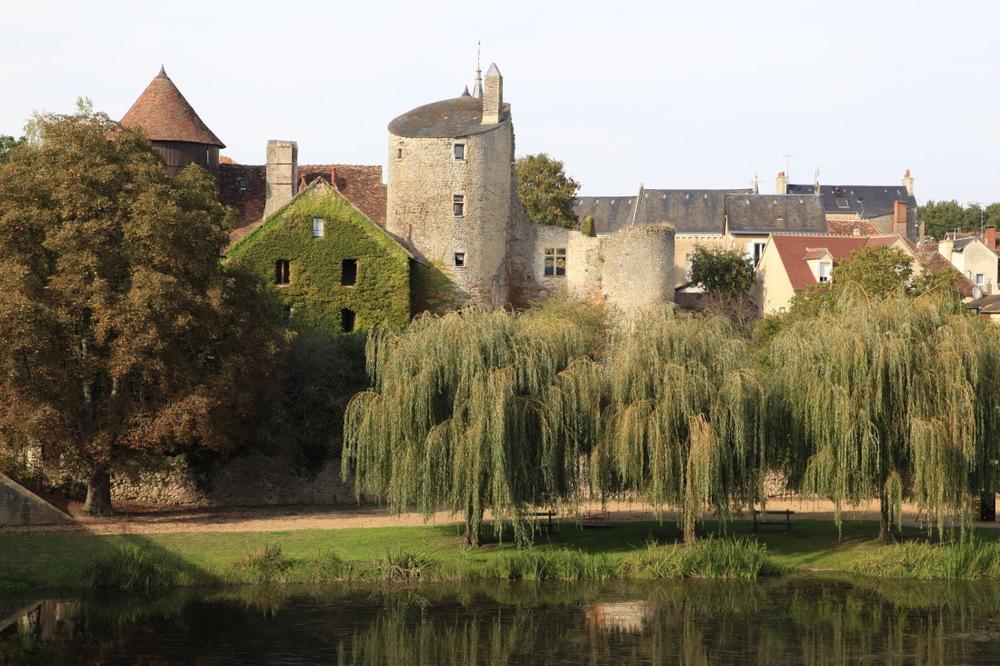 Ces étranges tours médiévales tronquées, ici à Ingrandes