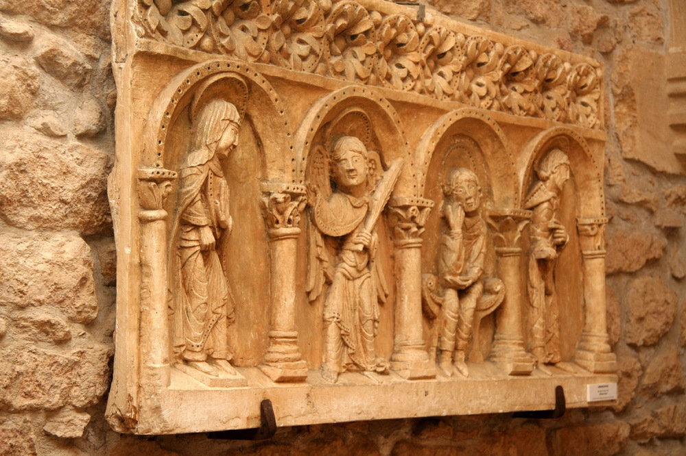 Dans l'abbaye bénédictine de Charlieu