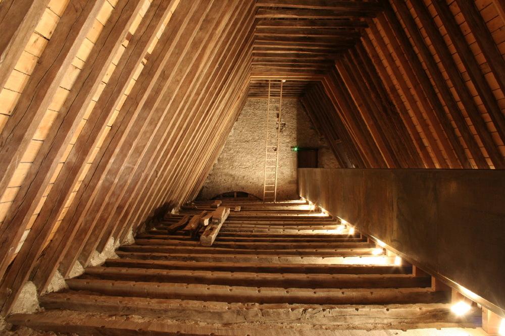 Impressionnantes, les combles de l'abbaye de Pommiers-en-Forez